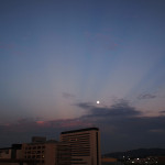 昨日(2014.07.11)の福岡で見られた裏後光(反薄明光線)の写真